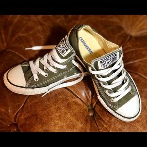 🍸Olive Green Converse🍸